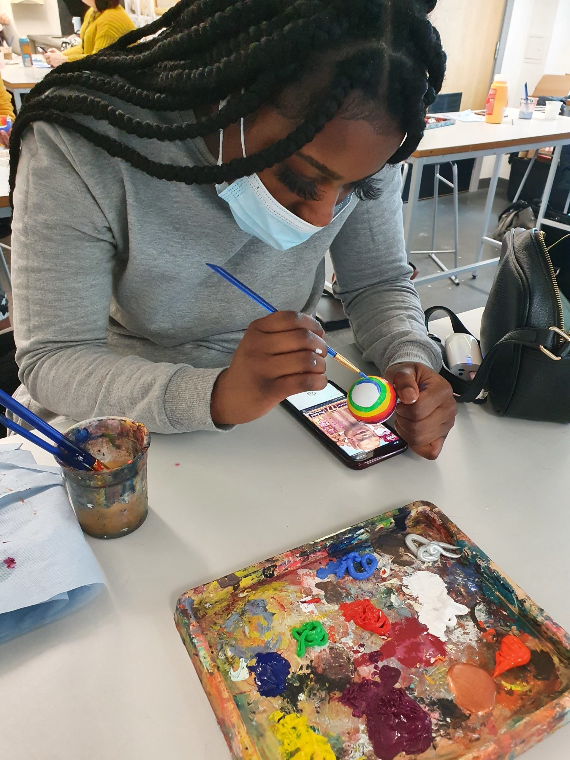 ART STUDENTS CREATE HANDMADE CHRISTMAS BAUBLES FOR NHS